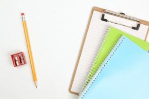 バインダーとノート、鉛筆と消しゴム