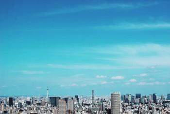 都会の夏の空