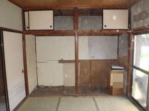 貴重品を残した遺品整理作業後の和室