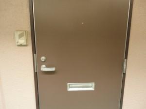 アパートの玄関ドア