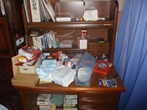 学習机と荷物